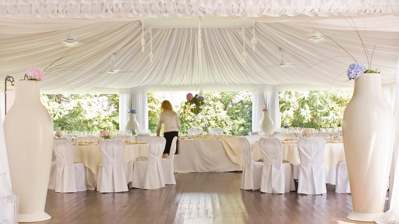 Matrimonio In Tensostruttura : Per gli sposi il matrimonio in villa caprera